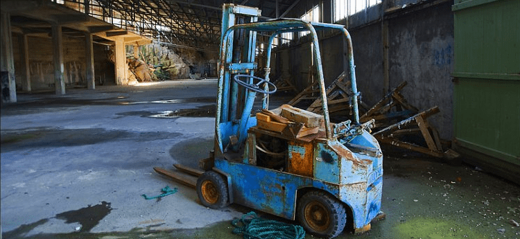 How Do You Know When It's Time to Retire or Trade in an Old Forklift?